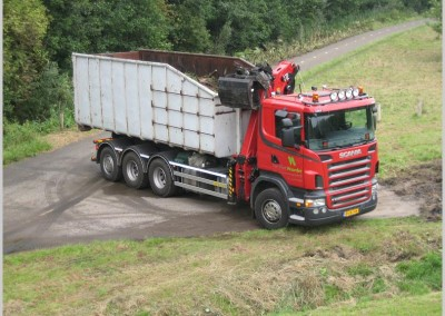 scania vrachtwagen met laadkraan